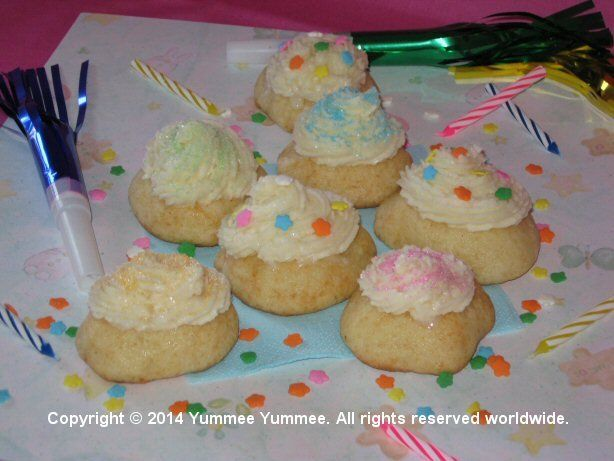 Enjoy Cupcake Cookies on your first summer picnic.